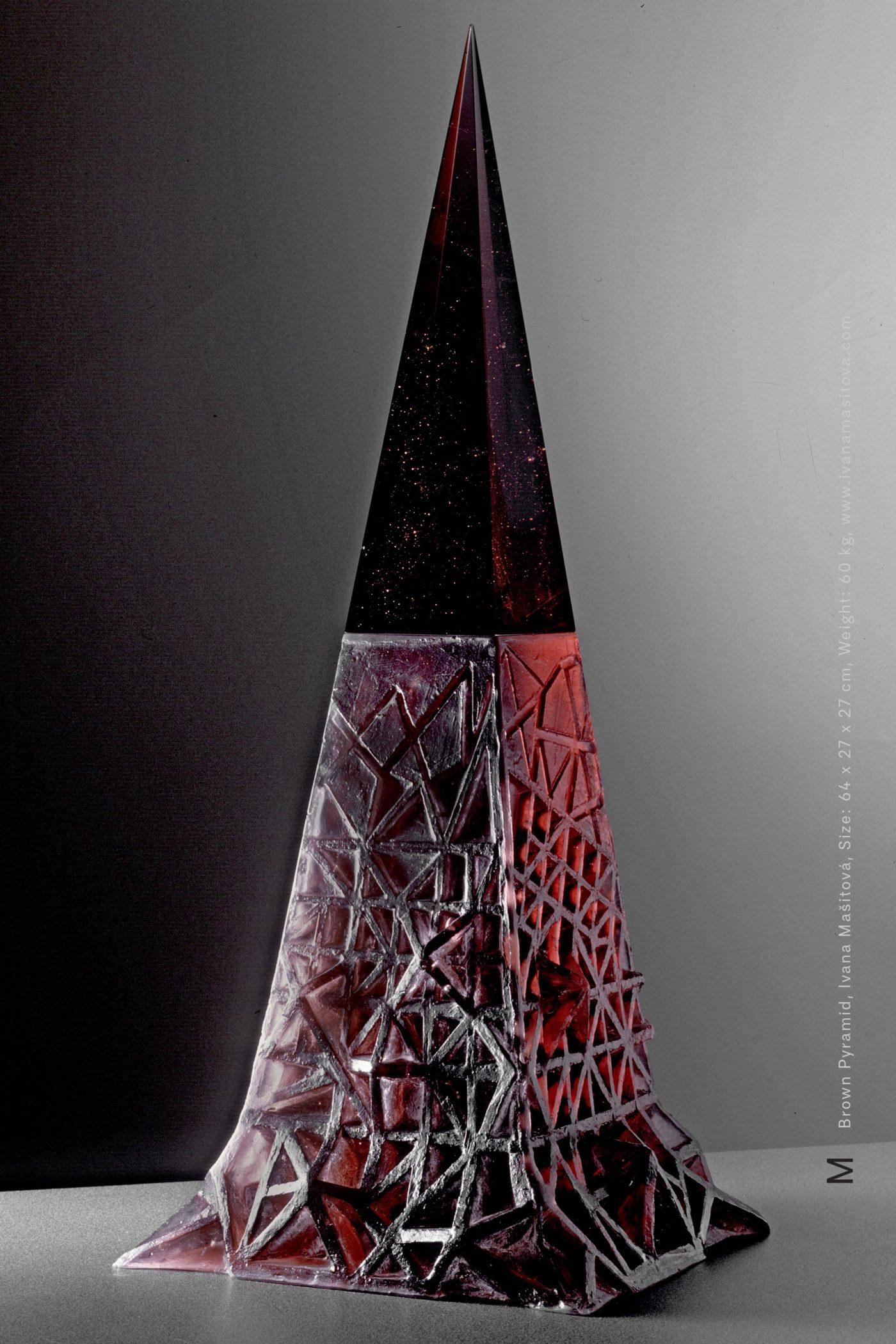 Hneda-pyramida_Brown-Pyramid,64x27x27cm,60kg
