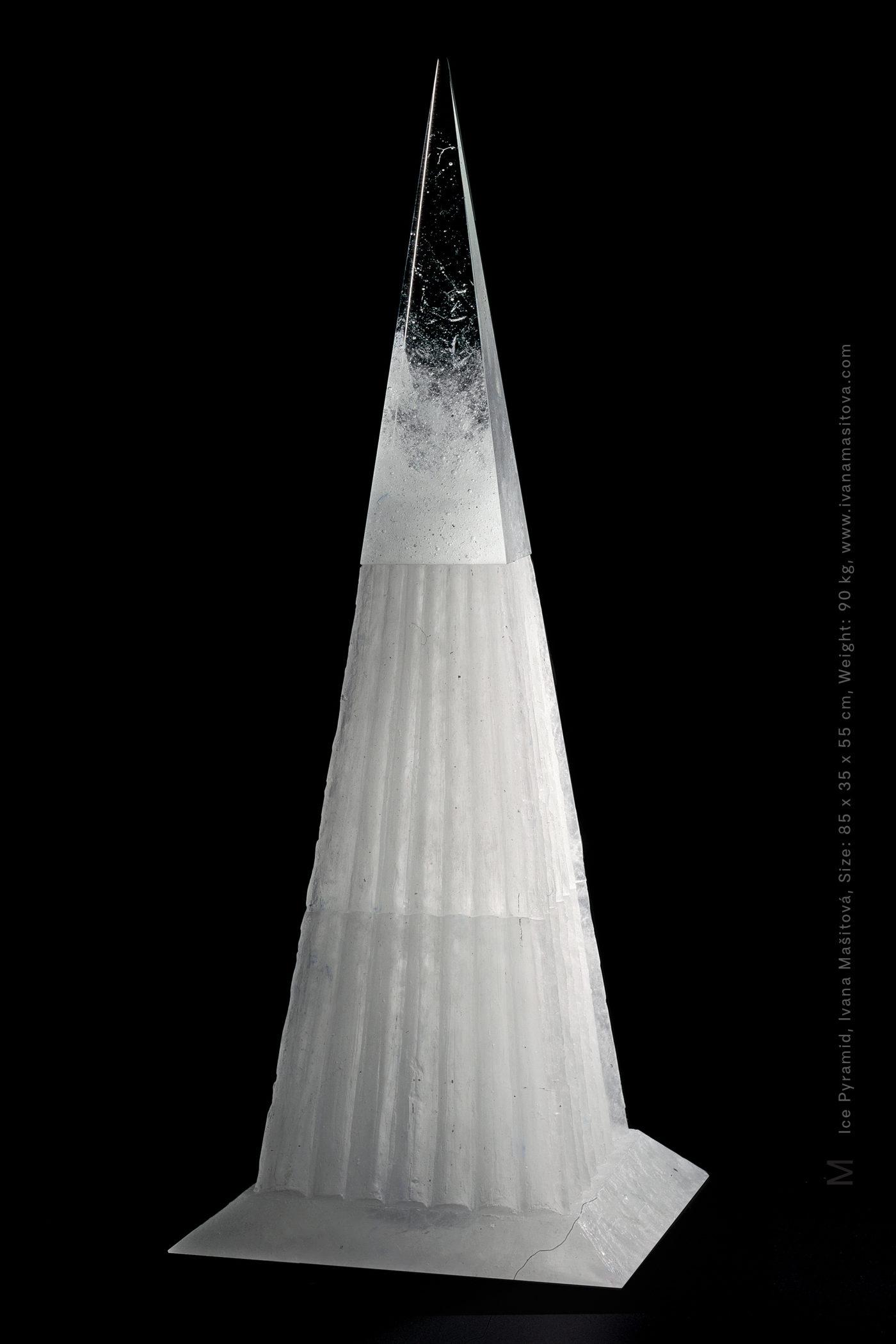 Ledova-pyramida_Ice-Pyramid,85x35x35cm,90kg