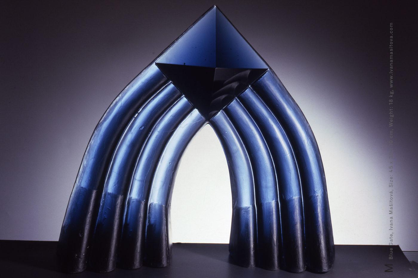 Modra-brana_Blue-Gate,45x35x10cm,18kg